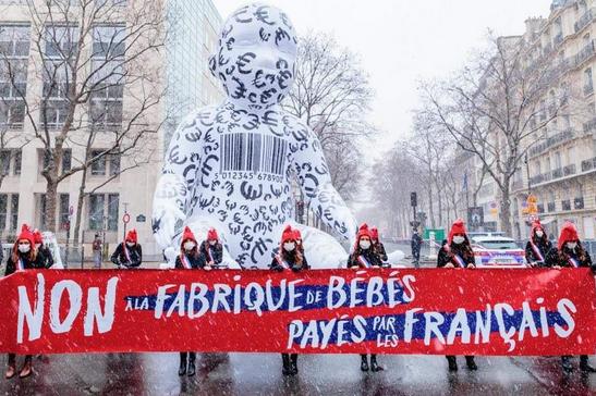 Non à la fabrique des bébés payés par les Français
